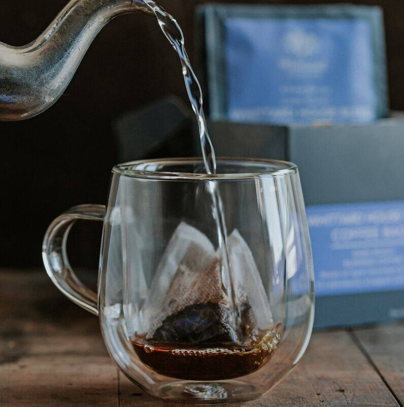 coffee bag in Nova mug with kettle