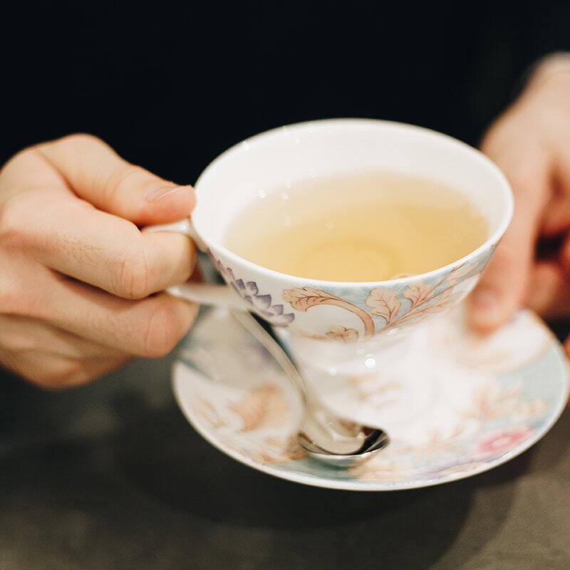 HOW SHOULD ONE STIR ONE'S TEA?
