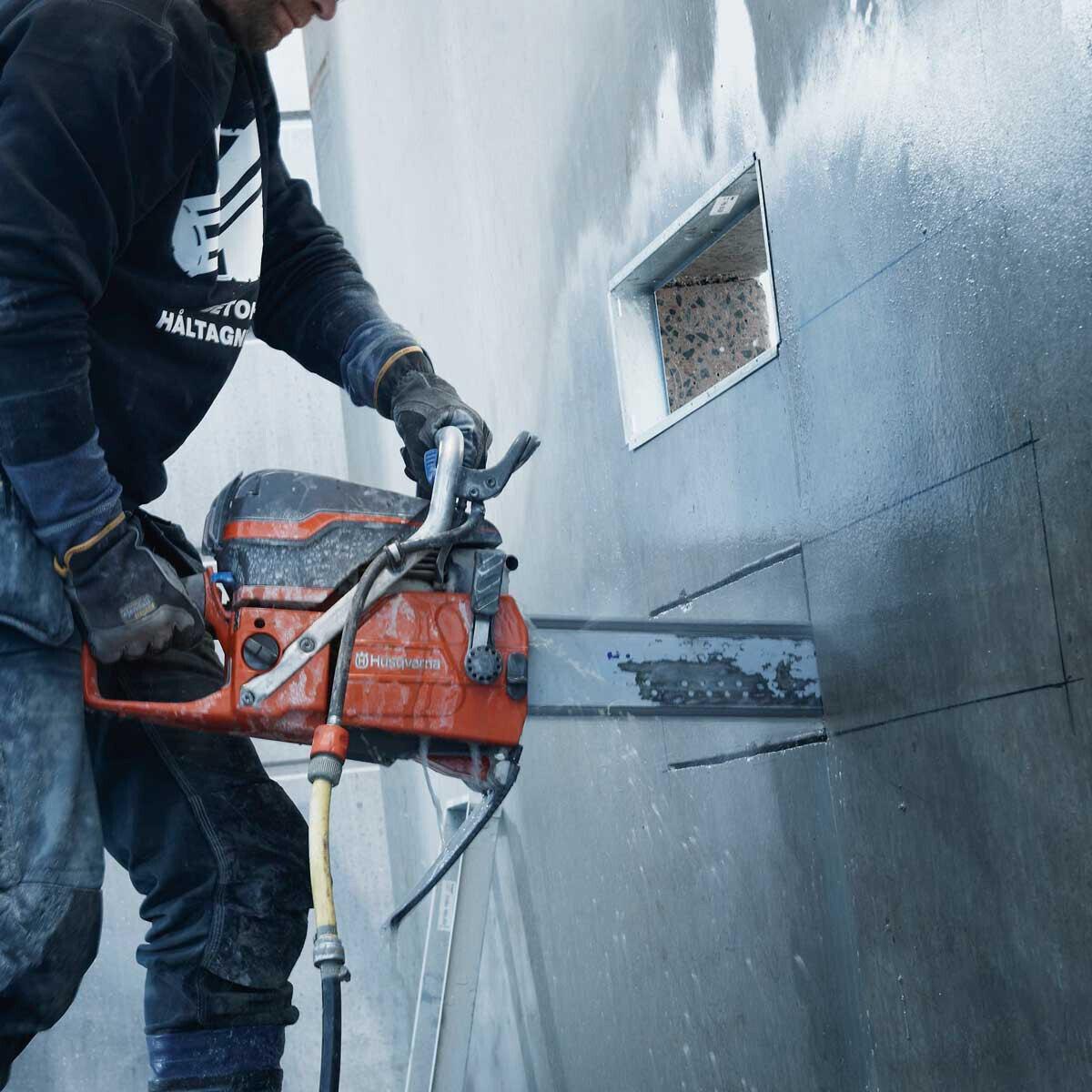 Husqvarna K970 Chain Saw plunge cut