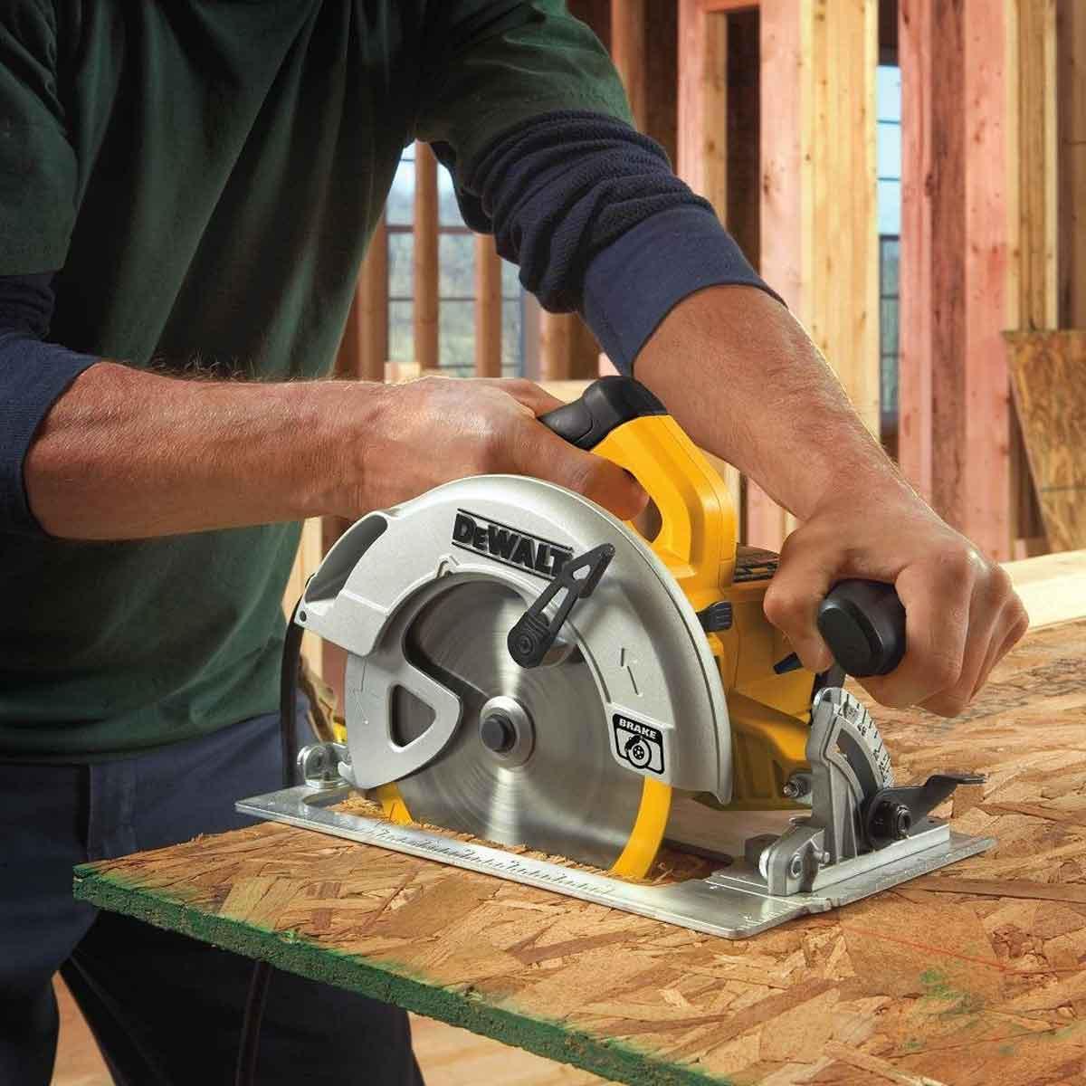 DWE575SB Cutting Plywood