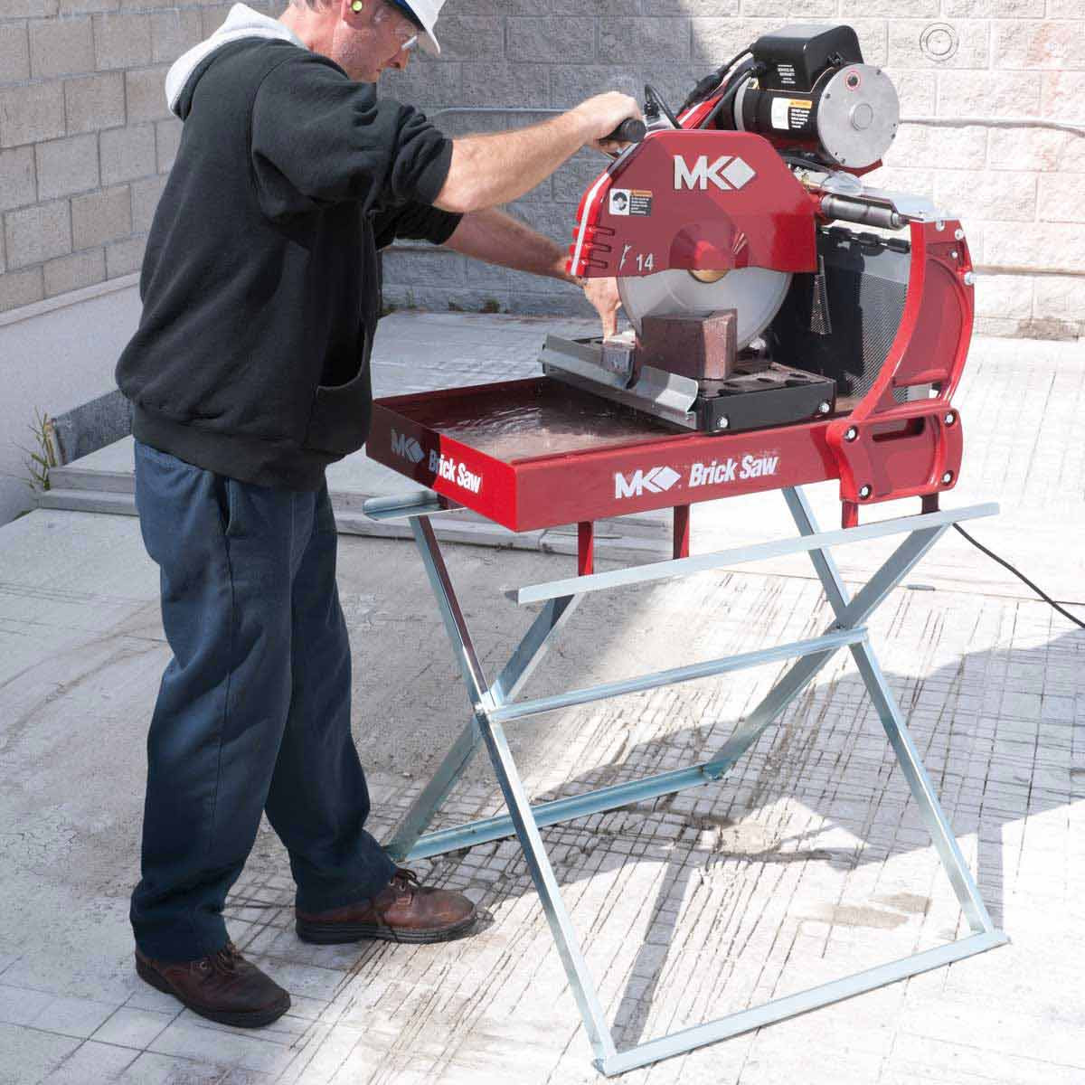 MK-2000 Masonry Saw Cutting Brick