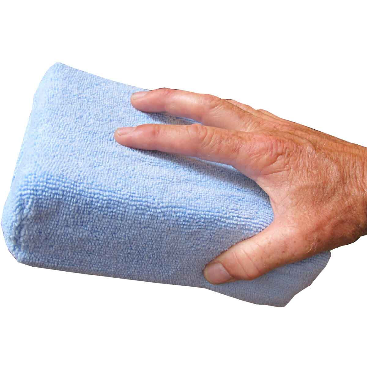 This microfiber sponge can be tossed in the washing machine for a fresh, clean sponge time after time