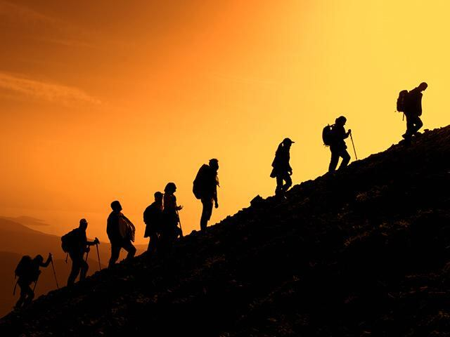 family-mountain-climbers_si.jpg