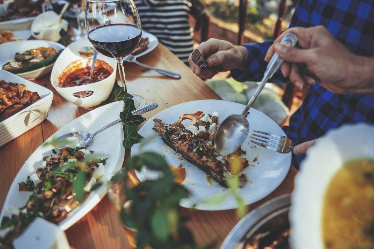 outdoor dining dinnerware