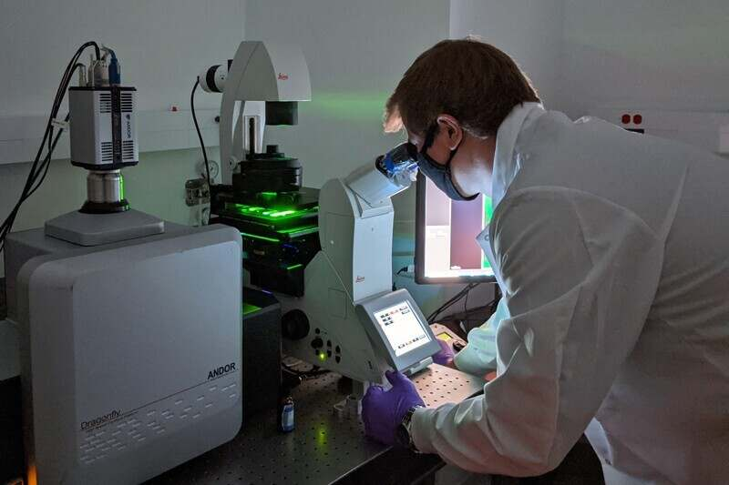 Doctoral student Michael Clupper uses UD's Andor Dragonfly super-resolution microscope to look for fluorescent extracellular vesicles.