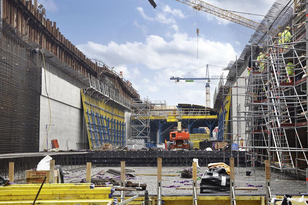 يتضمن المشروع نفقًا ممدودًا بطول 20 مترًا عند منحنى الملك التقاطع